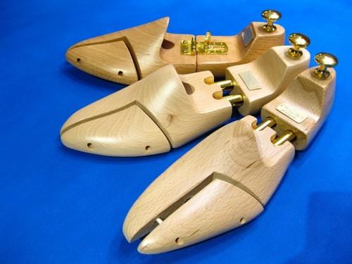 靴のお手入れには、シューキーパーが鉄則!
