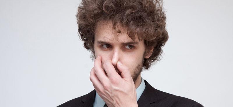 鼻をつまむほどの臭い!