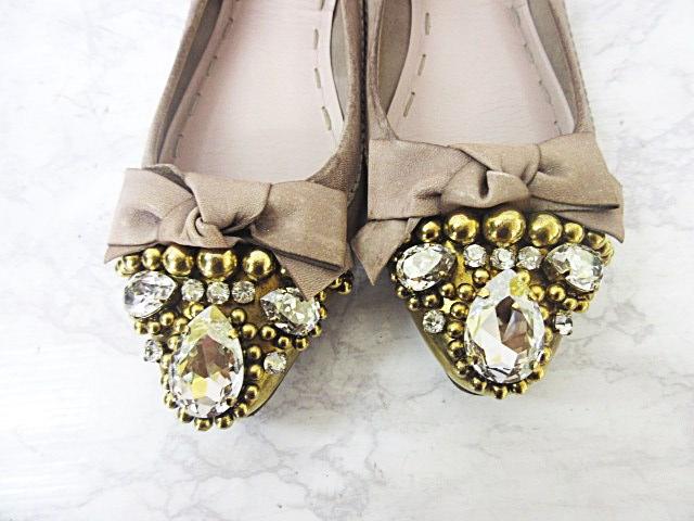 ビジューのついた靴ならゴージャスな印象