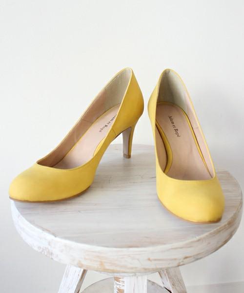 少し濃いめの黄色なら、パステルカラー初心者も挑戦しやすい!