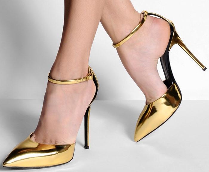 女性の脚を美しく見せてくれるピンヒール