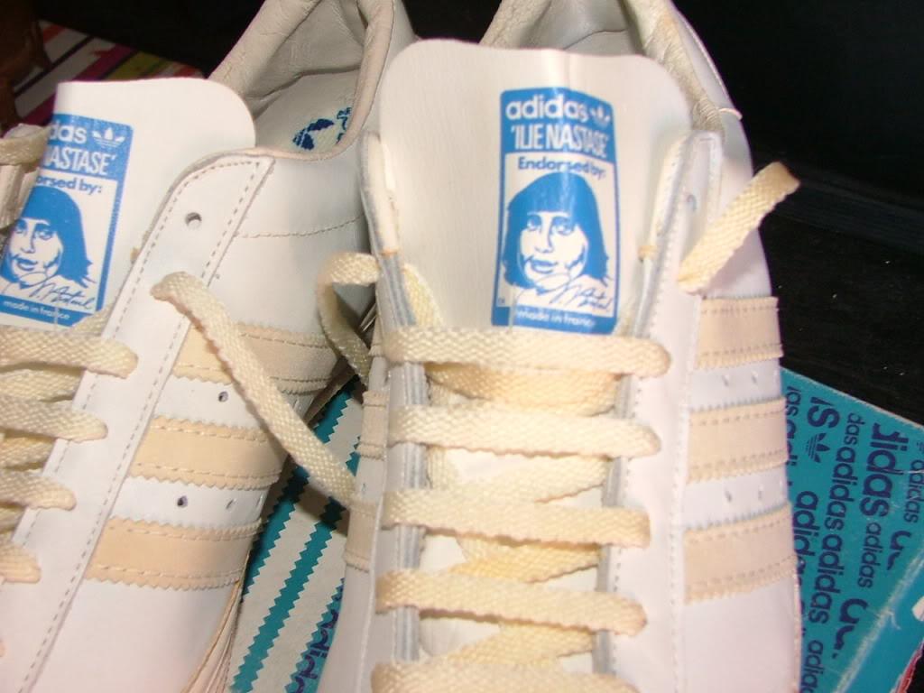 靴紐に注目。