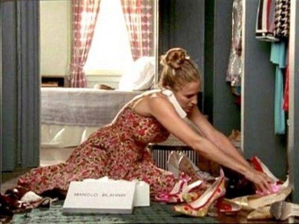 主人公キャリーが大量に買い、破産危機に陥ったマノロ・ブラニクの靴
