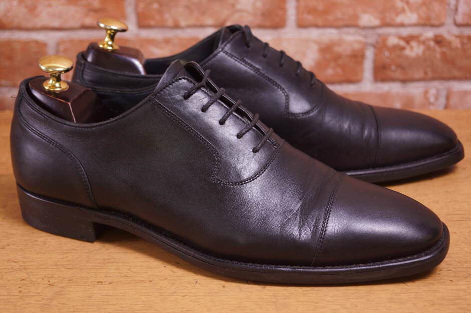 少しタイプは違いますが、ストレートチップが特徴のバーバリーの靴