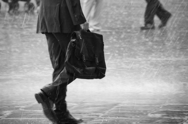 雨は革靴の天敵