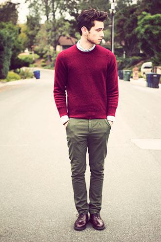 色味を合わせたセーター