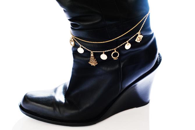 ゴールドやシルバーなどブーツの色に合わせて作成