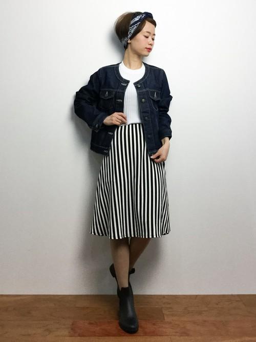 膝丈のストライプスカート