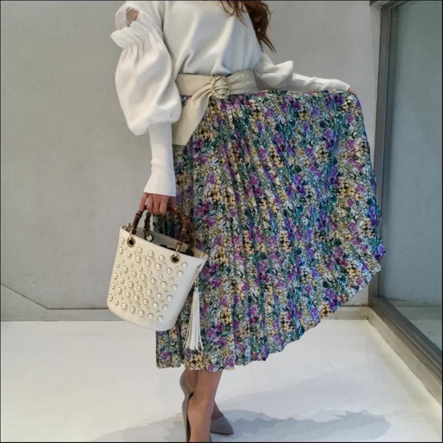 花柄プリントのプリーツスカート
