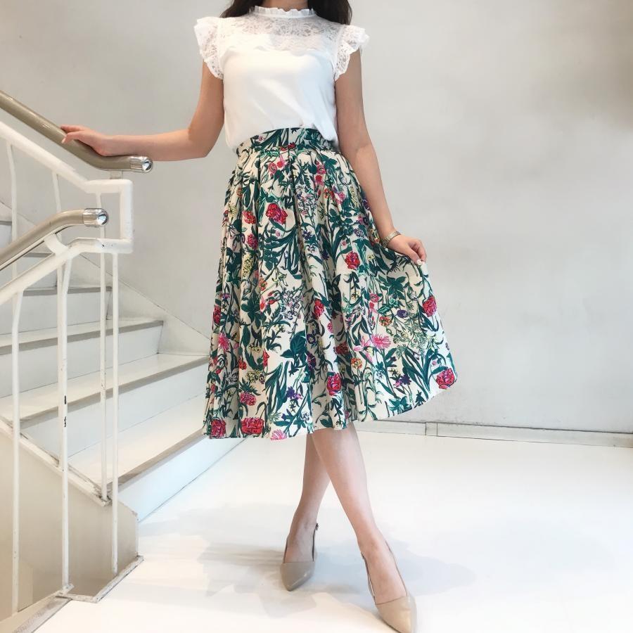 春夏花柄のフレアスカート