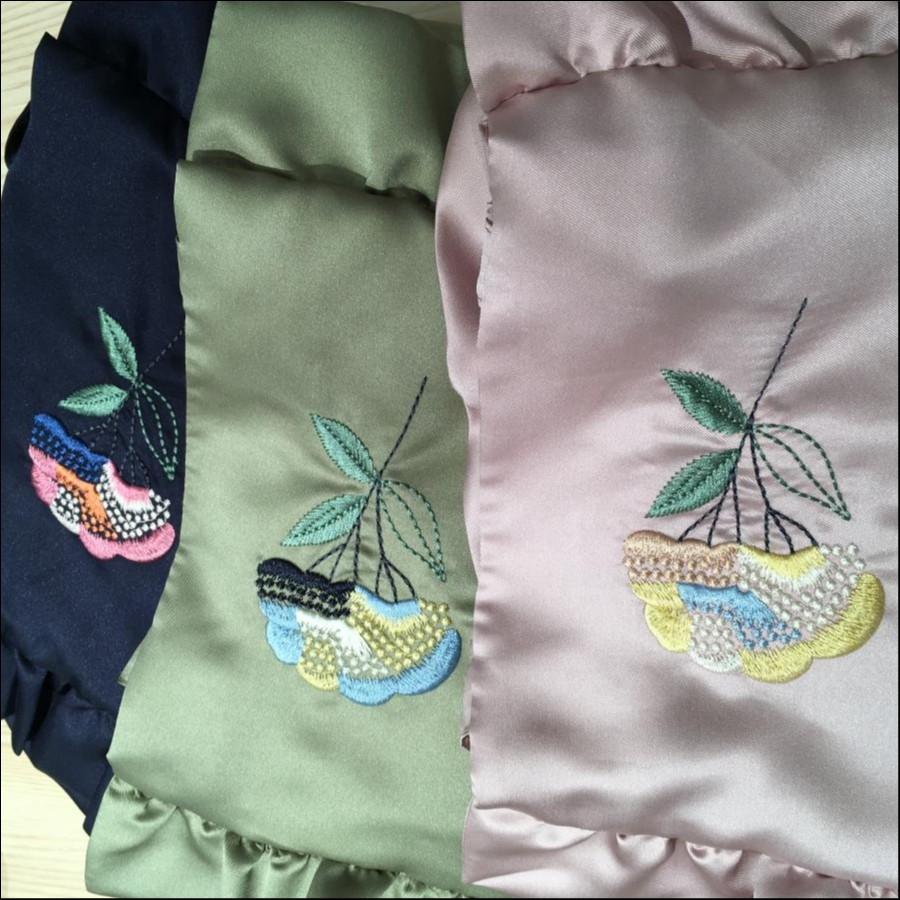 花刺繍入りフリルトートバッグ