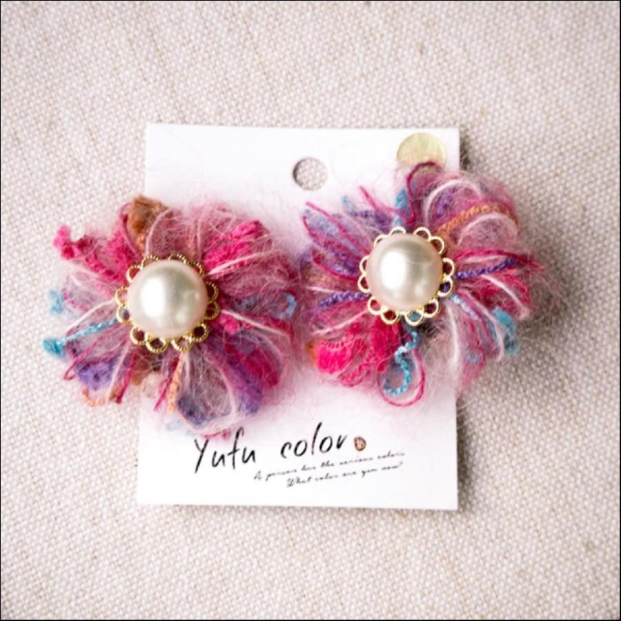 [期間限定販売] yufu color 手作り糸のもっこもこ毛糸のお花イヤリング:ピンクモヘア(ピアスオーダーOK)