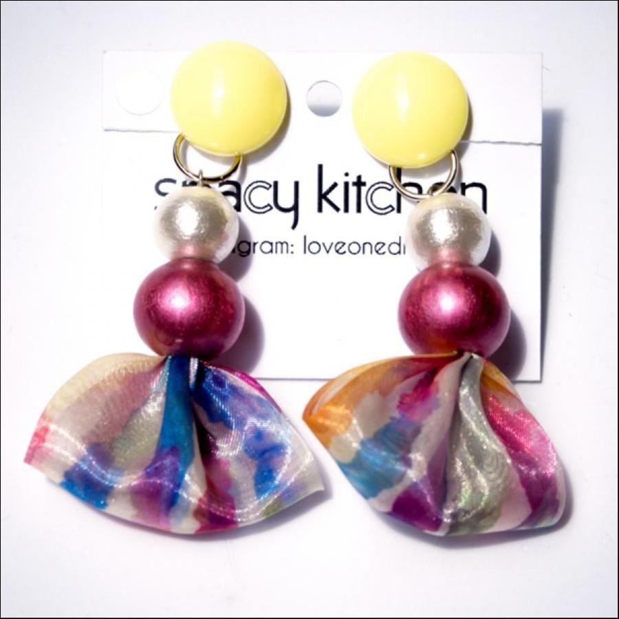 【期間限定販売】spacy kitchen ペールイエローの水彩柄タッセル イヤリング