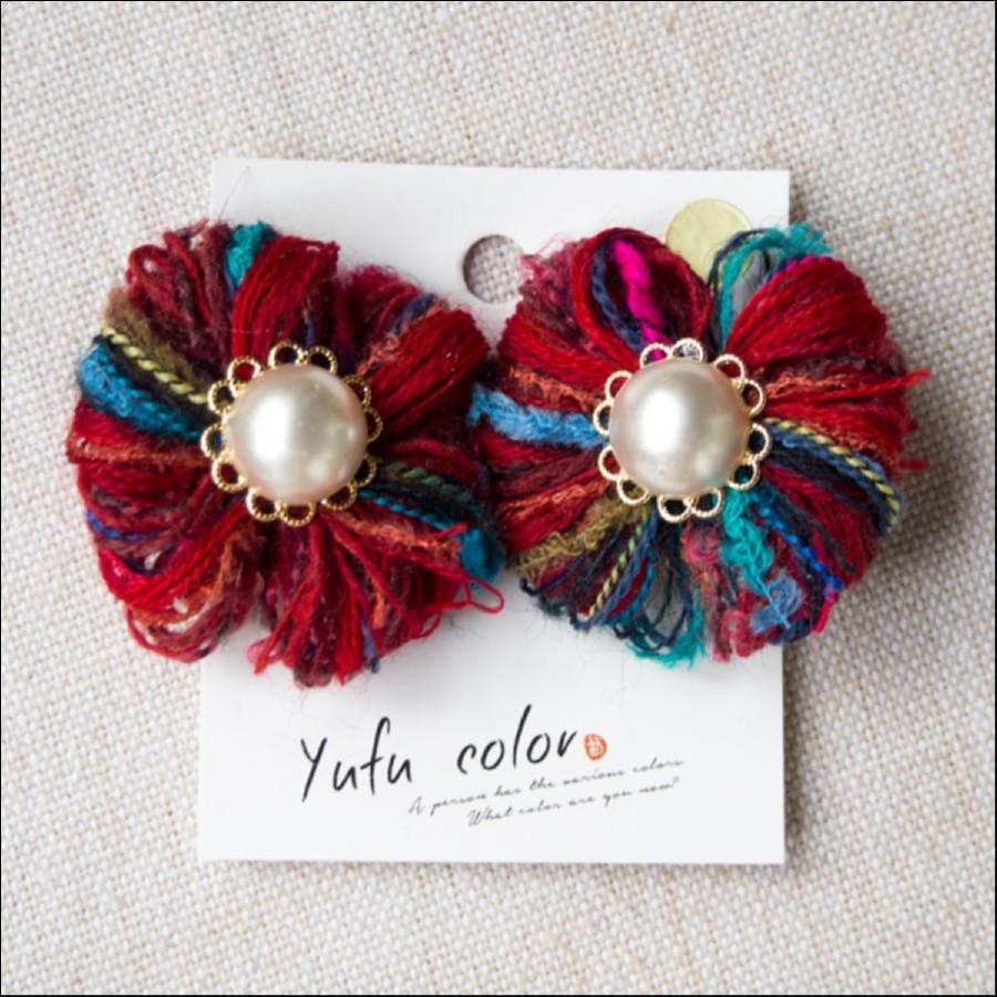 [期間限定販売] yufu color 手作り糸のもっこもこ毛糸のお花イヤリング:赤(ピアスオーダーOK)