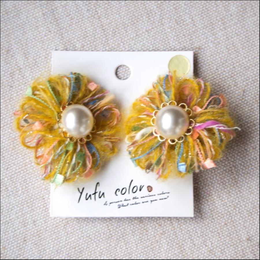 [期間限定販売] yufu color 手作り糸のもっこもこ毛糸のお花イヤリング:イエロー(ピアスオーダーOK)