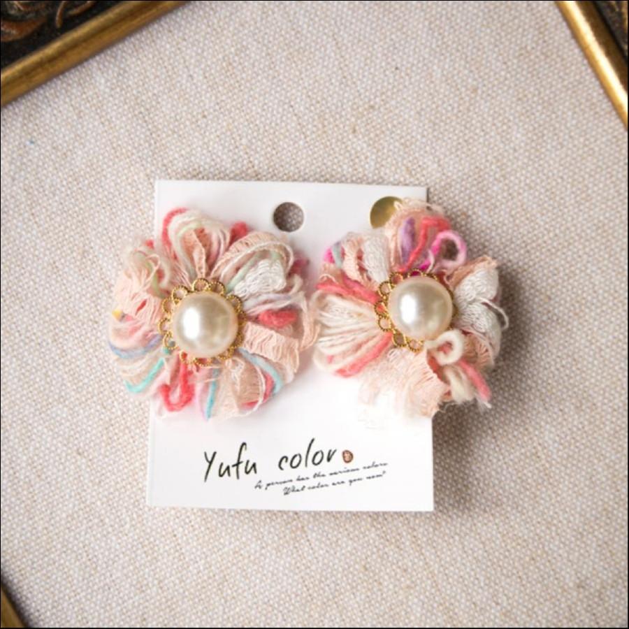 [期間限定販売] yufu color 手作り糸のもっこもこ毛糸のお花イヤリング:ピンク(ピアスオーダーOK)