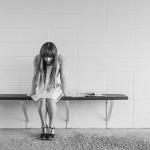 本当に危険!拒食症の症状は脳萎縮による認識力や思考力の低下にも及ぶ!