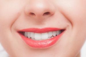 唇が荒れていたり皮がはがれているなんて綺麗な口紅も台無し、でも剥ぎ取ってはダメ!!