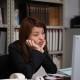 ビジネス 睡眠不足 女性 PC デスクワーク ストレス