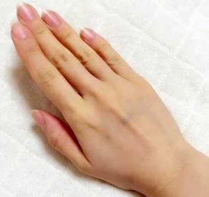 爪の様子は健康のバロメーター、横筋縦筋が入っていないかチェックを