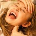 「笑っちゃダメ!」そんなときに笑いをこらえる方法とは?