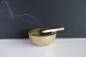喫煙による髪に与えるダメージ