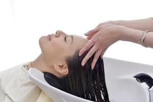 b2739a6e74f127791d537e62aee0d881_s 美容院 トリートメント シャンプー 洗髪