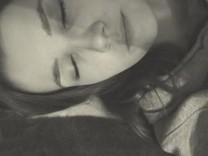 woman-1283485_640 女性 夢 睡眠 眠る うたたね 昼寝