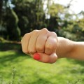 握りこぶしで顔マッサージは0円で効果的、安全!若々しい小顔を目指せる!