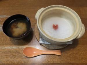 昼食と夕食はお粥か野菜スープで