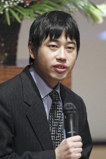 前田先生紙面写真.jpg