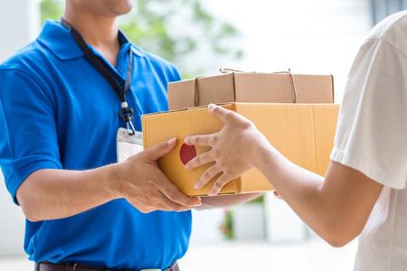 納品物と納品書は一緒に送れるの?