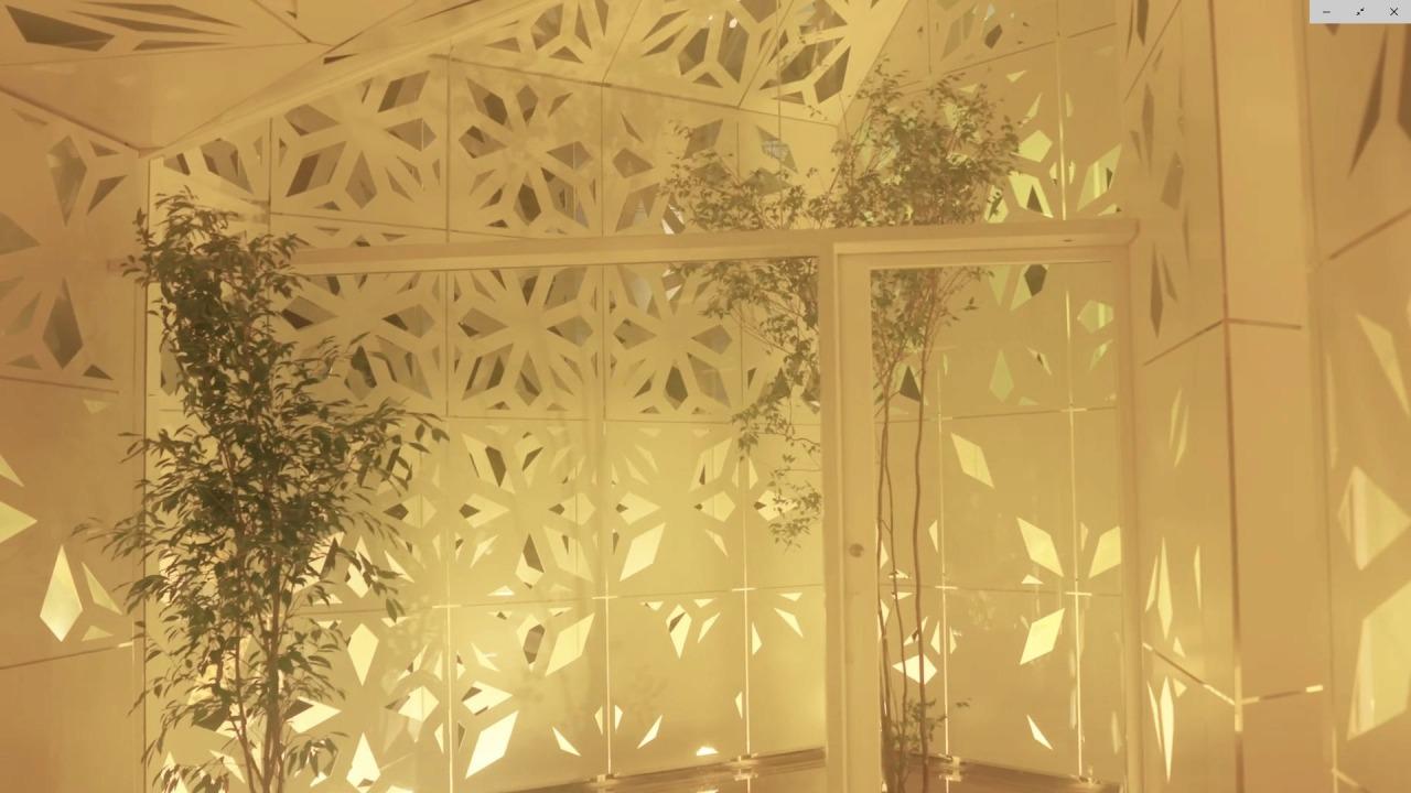 年間を通じて最適な採光や通風を行うため、コンピュテーショナルデザインによって設計された壁面パネル(以下の写真、資料:竹中工務店のYouTube動画より)