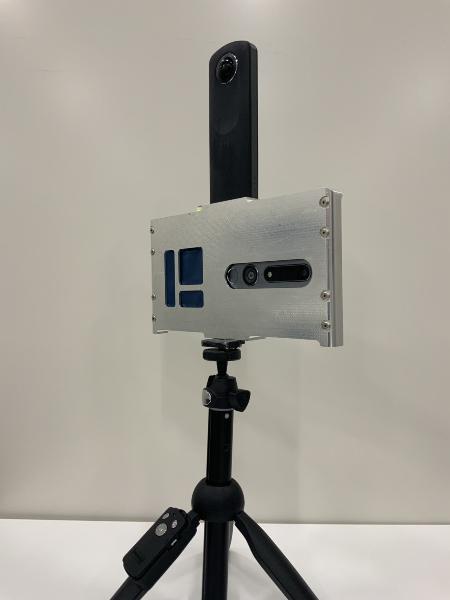 360度カメラとスマートフォンを組み合わせた手持ち型計測デバイス「HandMapper」