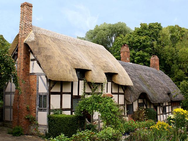 イギリスの茅葺き屋根