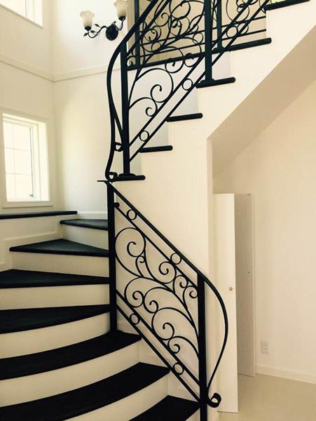 晶成産業株式会社 : 施工事例 室内階段の手摺