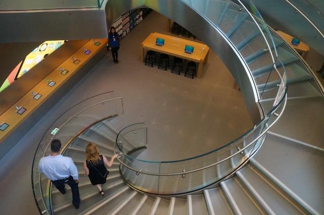 ガラスの螺旋階段