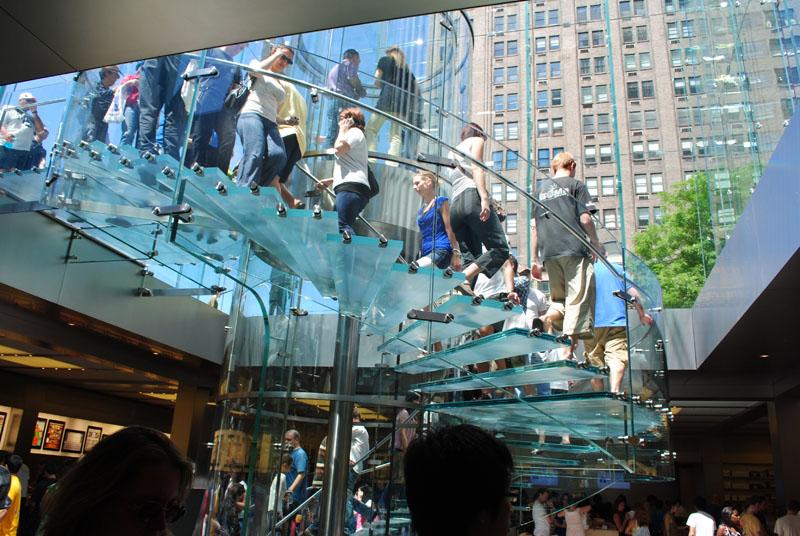 ガラス螺旋階段