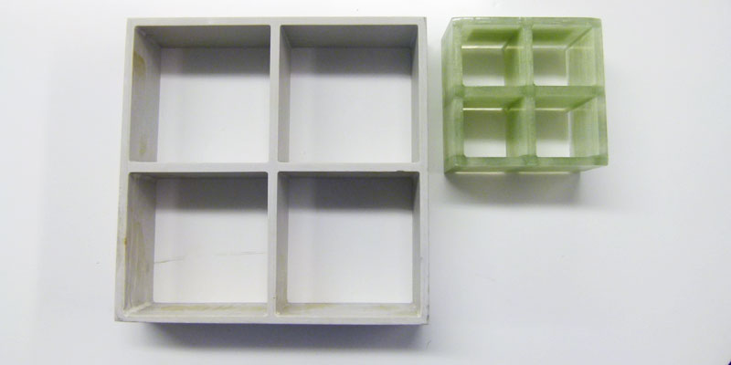 FRPグレーチングサンプル 正方形大小比較