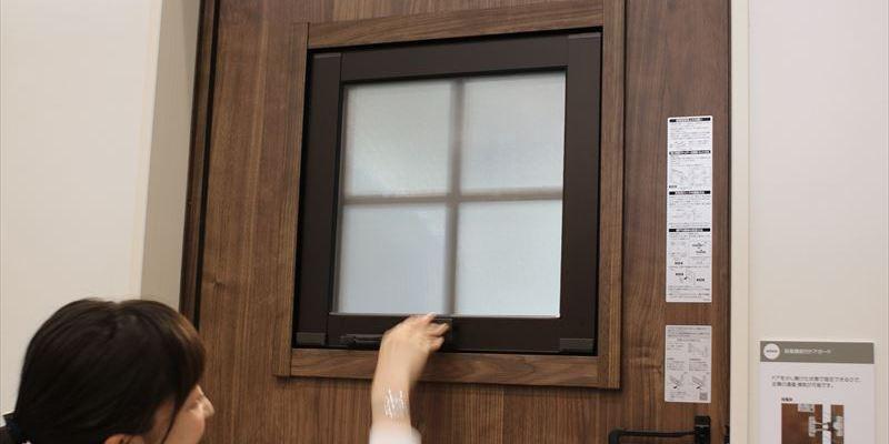 ファノーバ 小窓 サイズ