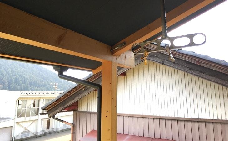 大屋根とバルコニー2