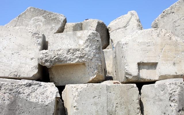 コンクリートブロックの山