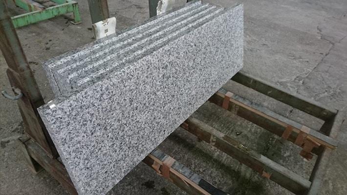 白御影石(花崗岩)の石板