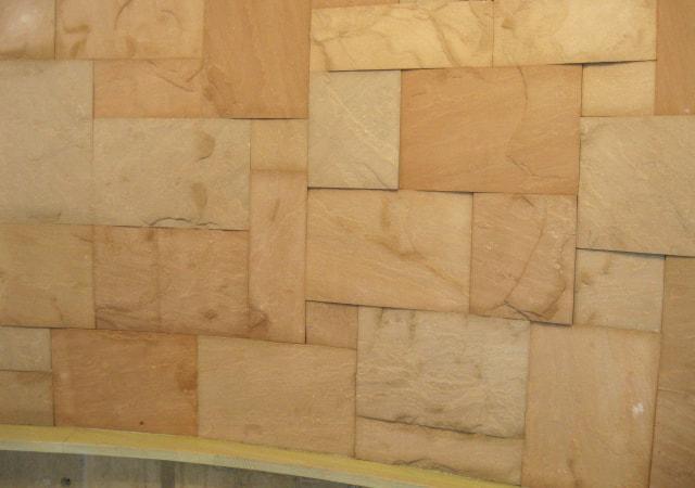 砂岩を使った壁