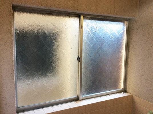 風呂場の窓ガラスの断熱効果を高めたい