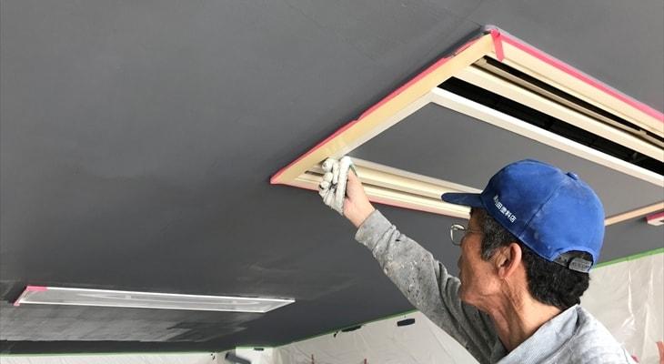 天井のペンキ塗りの調整