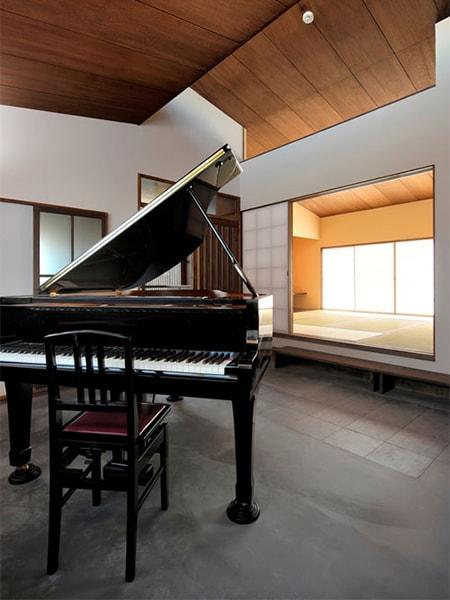 ピアノがある土間