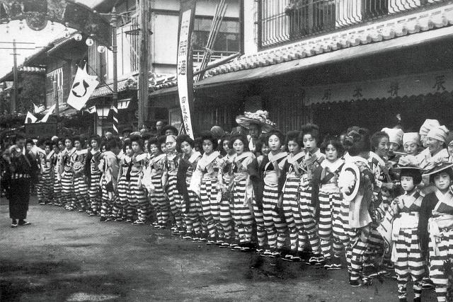 昭和7年(1932年)11月8日 新地芸者の祝賀行列