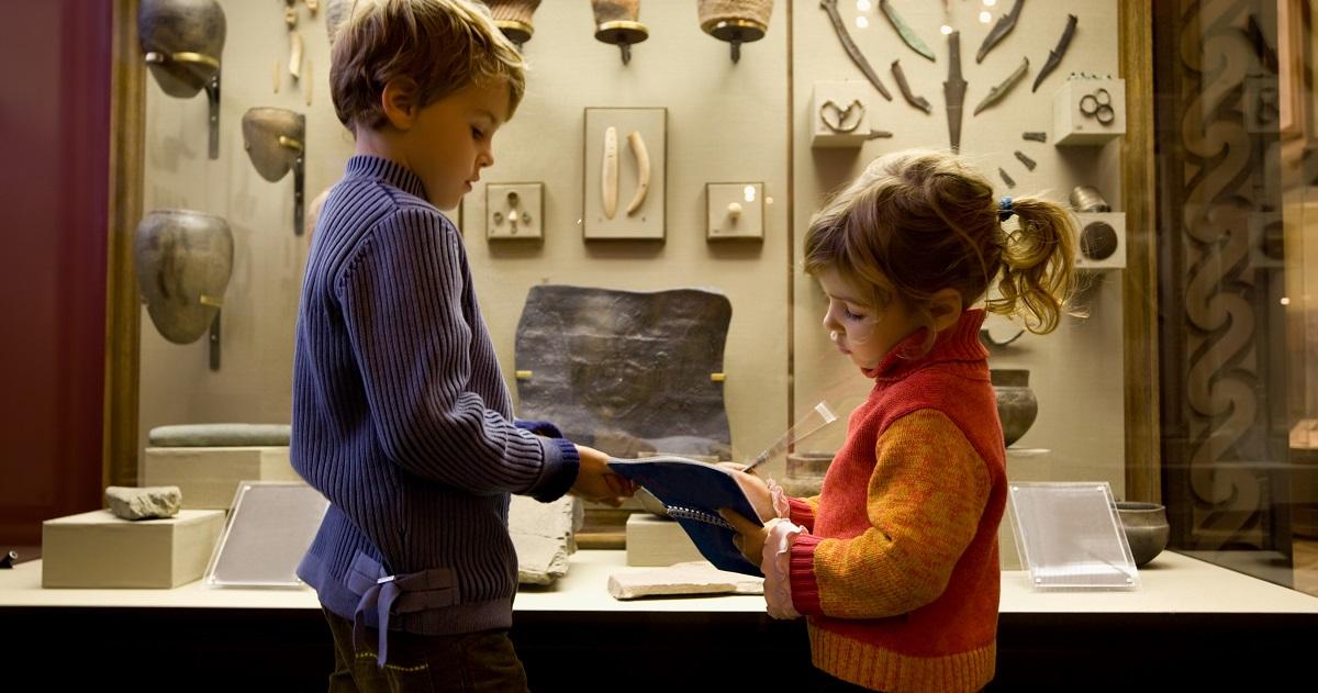 """幼稚園児が美術館で名画を模写! """"芸術の国""""フランスのアート教育"""
