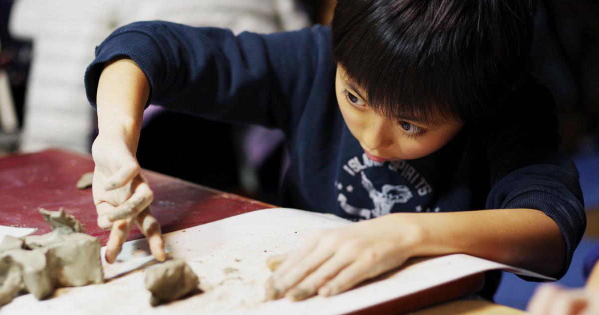 """""""発想力""""と""""プレゼン力""""を重視する『こどもデザイン教室りねあ』、アイデア無限の「陶芸レッスン」"""